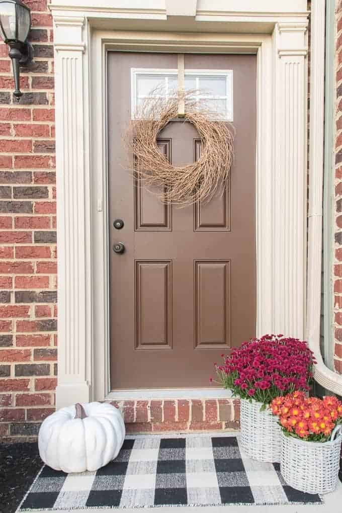 Sweet Humble Home Fall Front Porch Round Up - Simple & Modern Fall Front Porch from Keys To Inspiration
