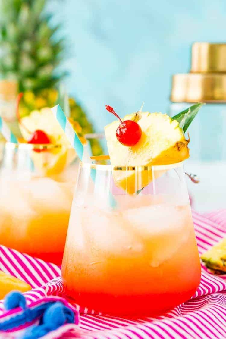Fun Girls Weekend Cocktails - Blogger Roundup with Sweet Humble Home #funcocktails, #girlsweekend, #girlstime, #cocktails
