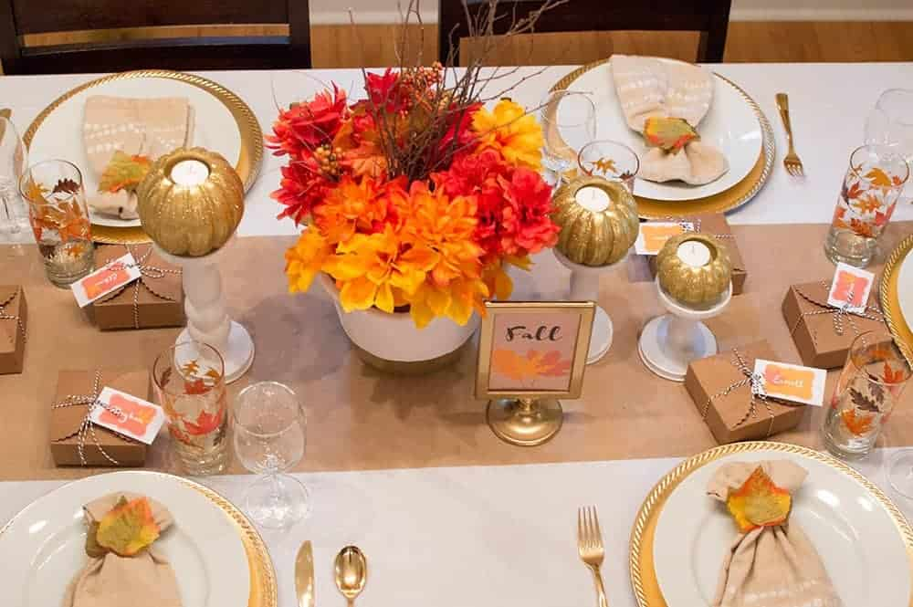 Thanksgiving Tablescape ideas that are everything from rustic elegant, to dollar store on a budget. All are easy to follow centerpieces you can do at home! These tablescape images will get you ready to decorate for Thanksgiving! #tablescapes, #dollarstore, #thanksgiving, #centerpieces, #elegant, #rustic, #holidays, #thanksgivingdecor, #farmhouseinspired, #friendsgiving, #stylish
