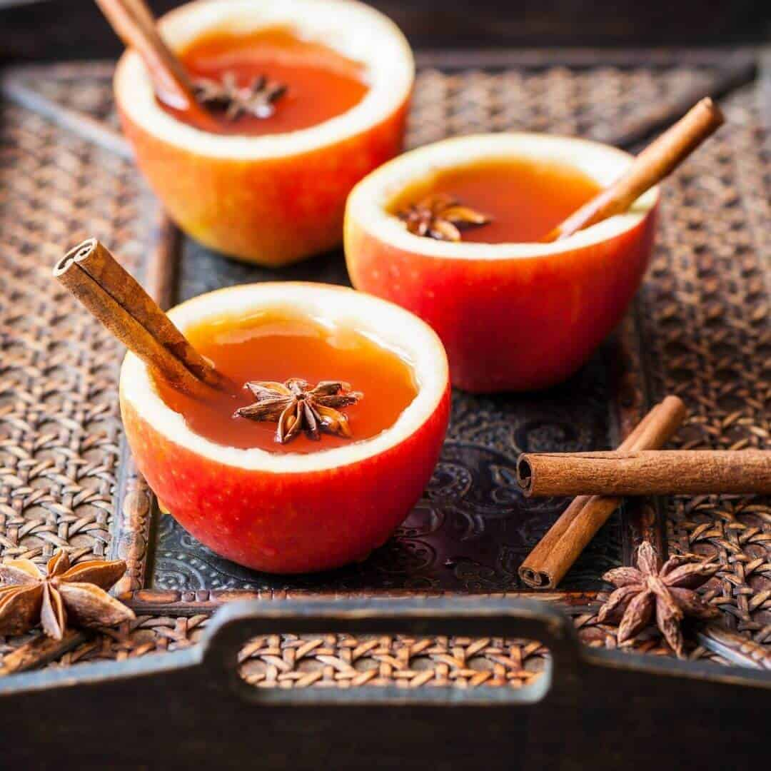 Hot Apple Cider (Spiked With Rum)