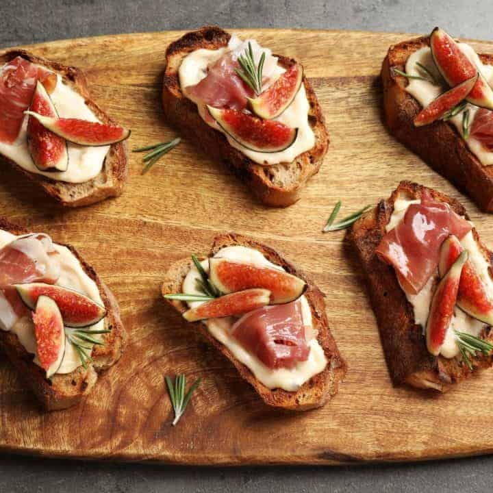 An easy holiday appetizer - with figs, proscuitto and brie! Easy to make and on the table quickly!
