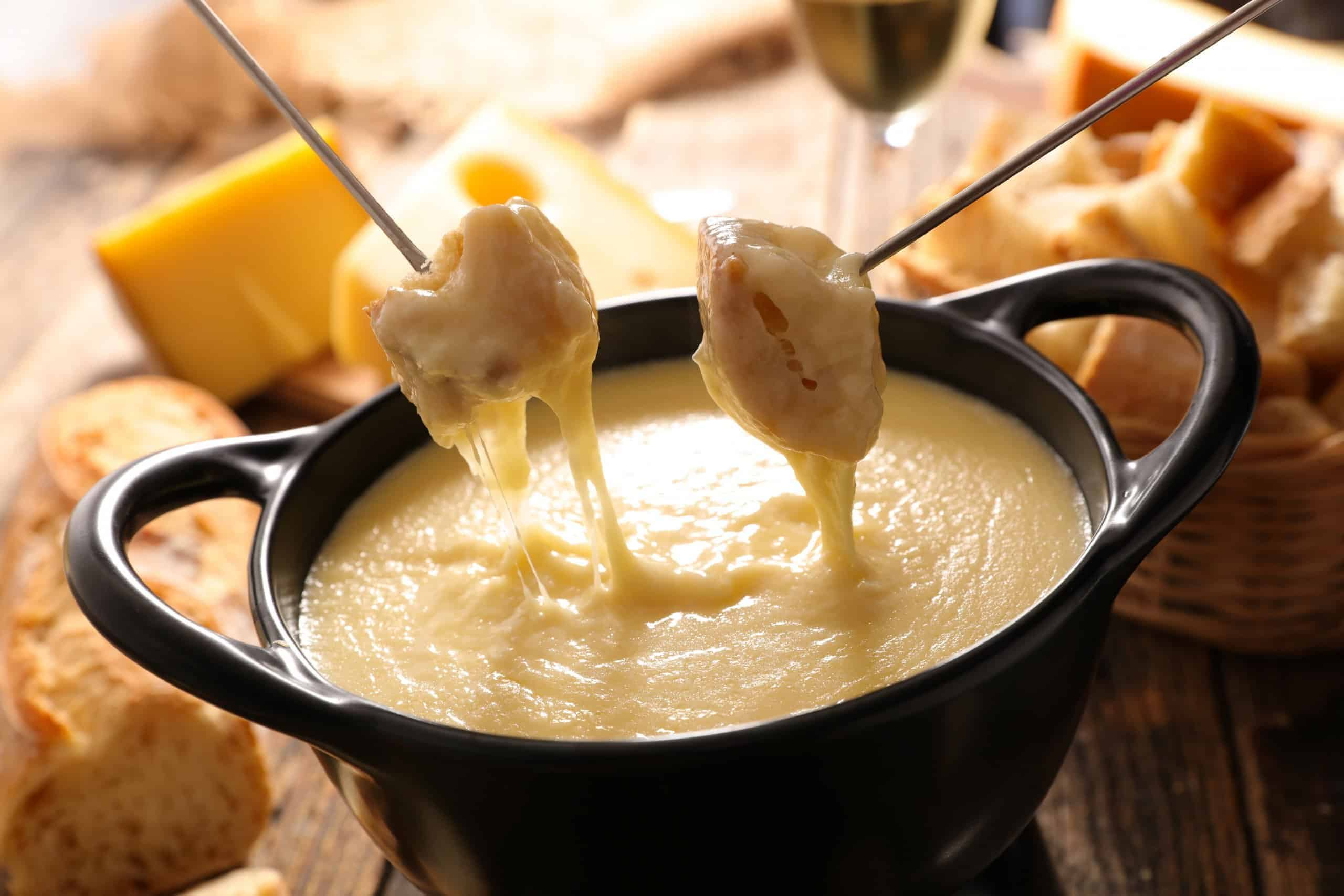 Easy Cheese Fondue Recipe with step by step instructions.