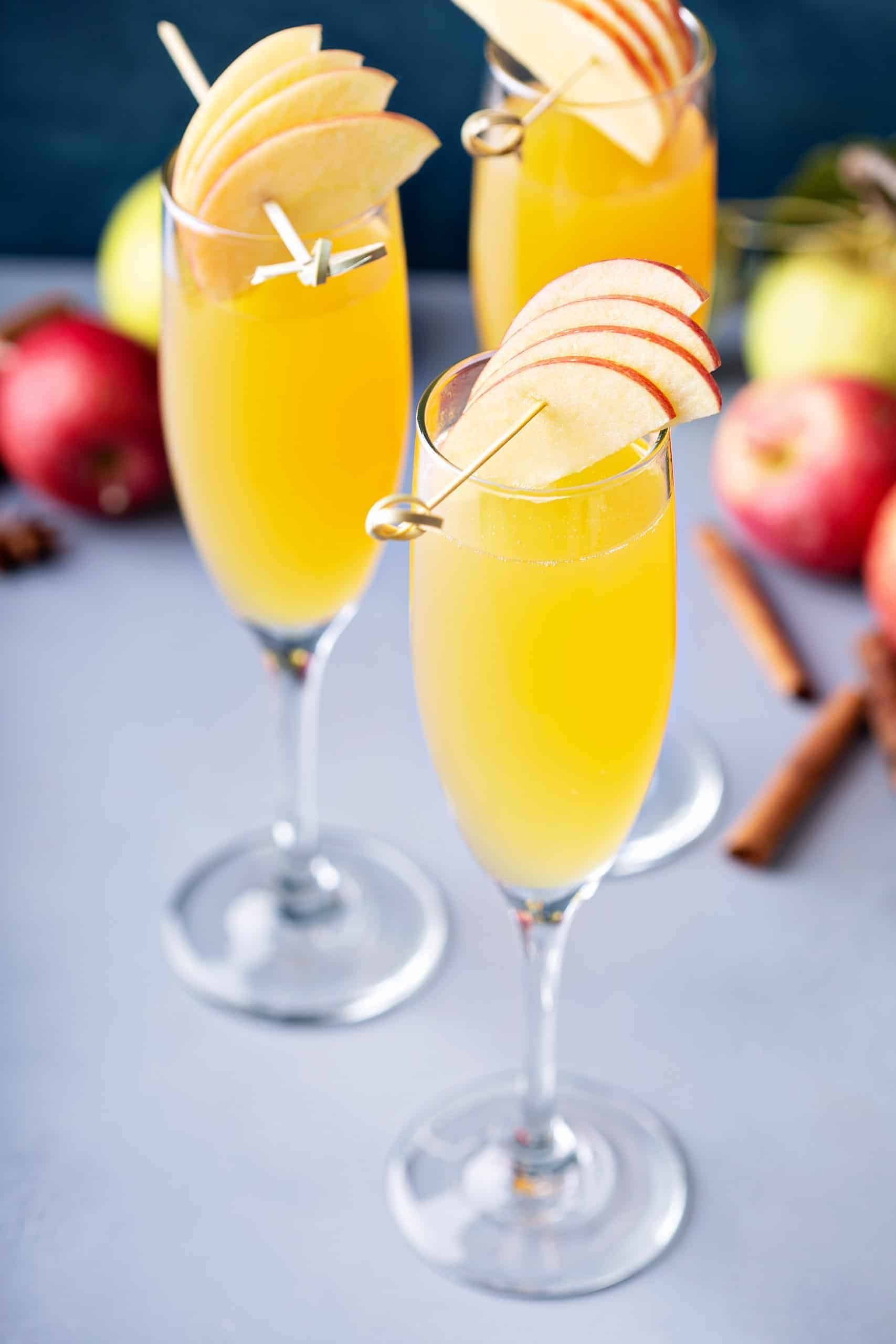 How to Make an Apple Cider Mimosa