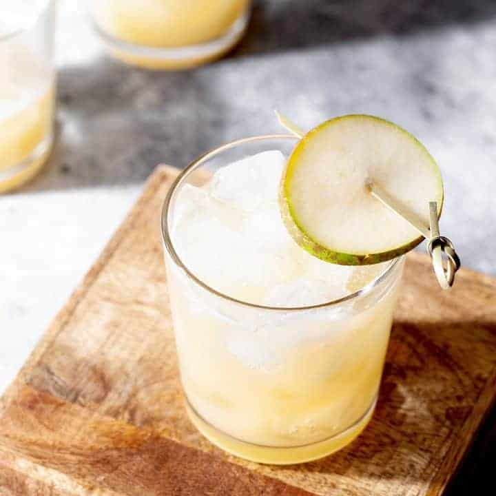 How to make an easy pear sparkling cocktail