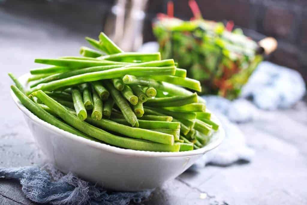 How to make green beans sautéed in oil and garlic.